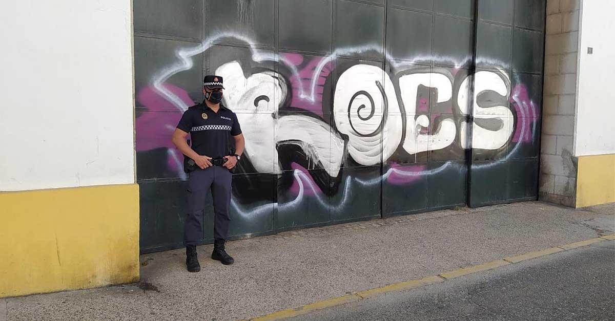 El policía 'cazagrafiteros' de El Puerto resuelve un nuevo enigma
