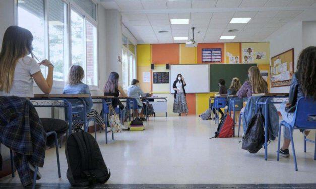 El PSOE insta al Ayuntamiento a instalar mamparas en los colegios