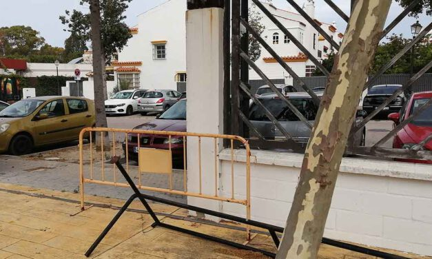 Denuncian reuniones incontroladas y el mal estado del parque junto a la parroquia de La Palma