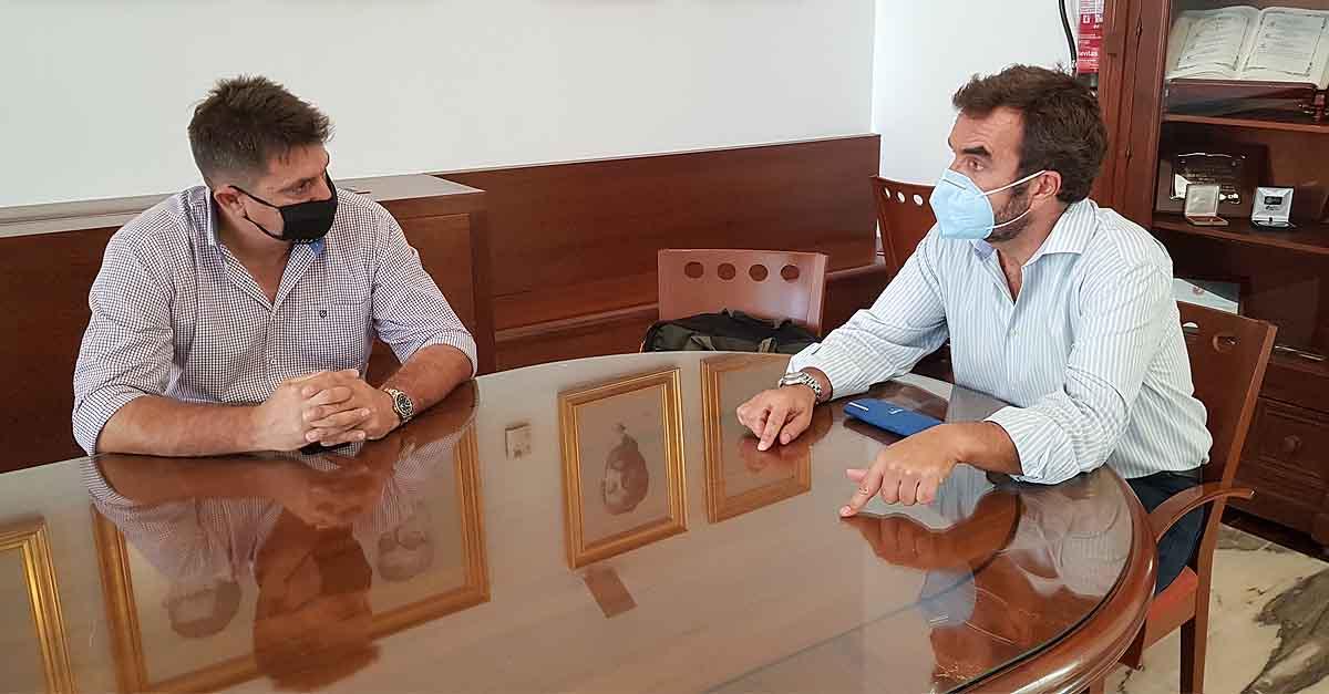 Alegre se reúne con el empresario portuense Llopis para abordar el futuro del servicio de autobuses