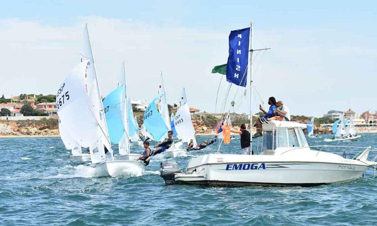 Zarpazo final de los gallegos Jacobo García y Antoni Ripoll en el Campeonato de España de 420