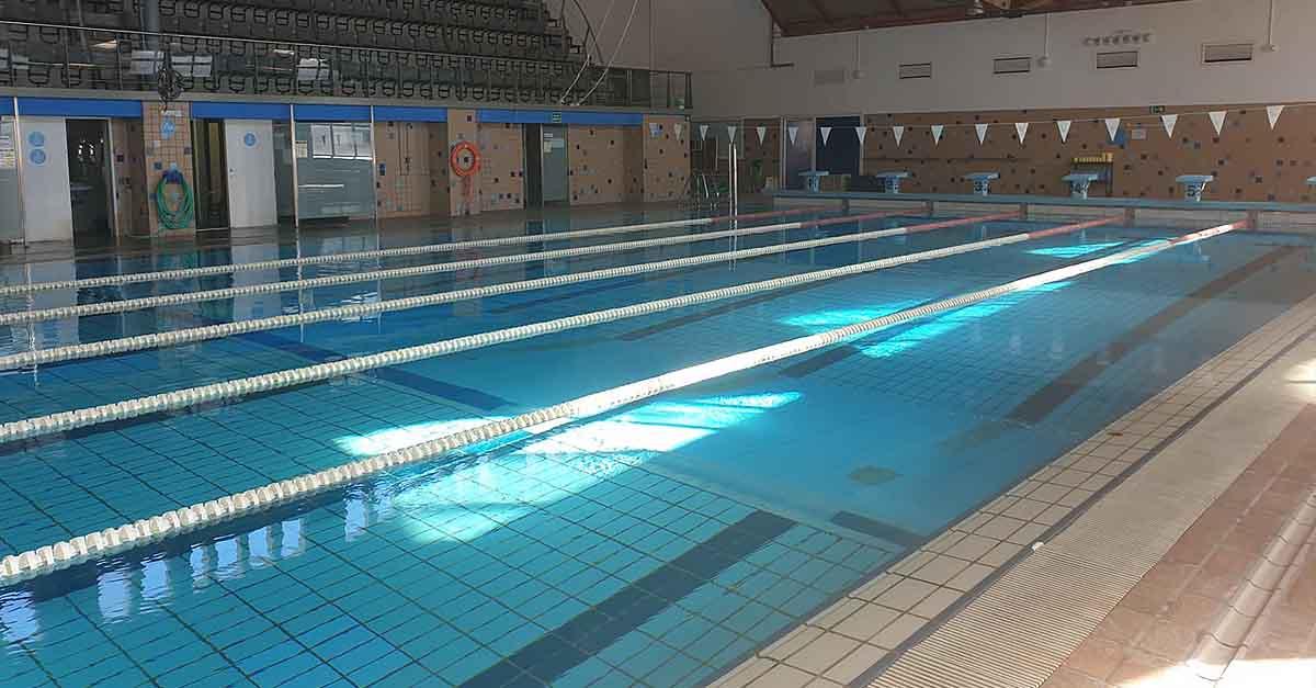 La piscina municipal cierra de forma unilateral por motivos de seguridad