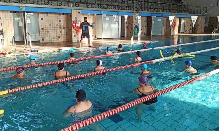 El Ayuntamiento insta a la empresa de la piscina municipal a seguir prestando servicio