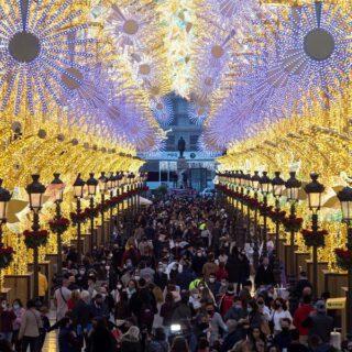 Las capitales andaluzas se iluminan antes del puente de diciembre pese a las restricciones