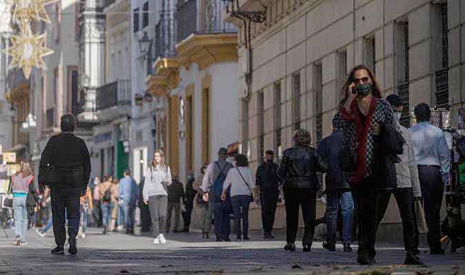Andalucía baja de los 250 casos por 100.000 habitantes en los últimos 14 días