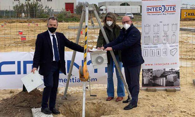 La multinacional Interjute Ibérica coloca su primera piedra en su nave de El Puerto