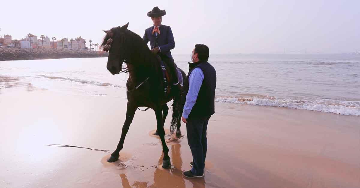 La Yeguada de la Cartuja elige la playa de La Muralla como escenario fotográfico para promocionar su labor