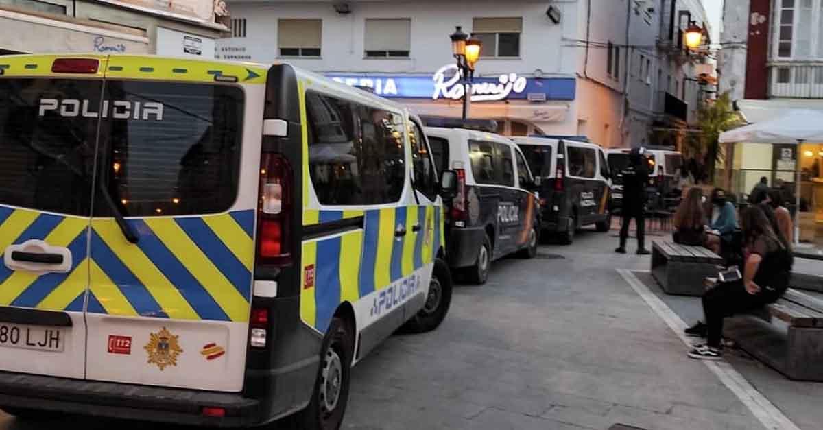 Fuertes controles policiales en el centro de El Puerto para evitar las aglomeraciones