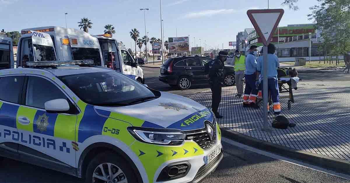 Un herido en un accidente entre un turismo y una moto en la avenida Felipe VI