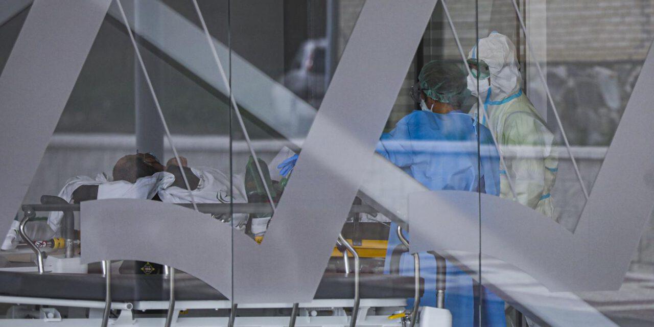 El aumento de hospitalizados andaluces se ralentiza con 10 más, hasta los 868