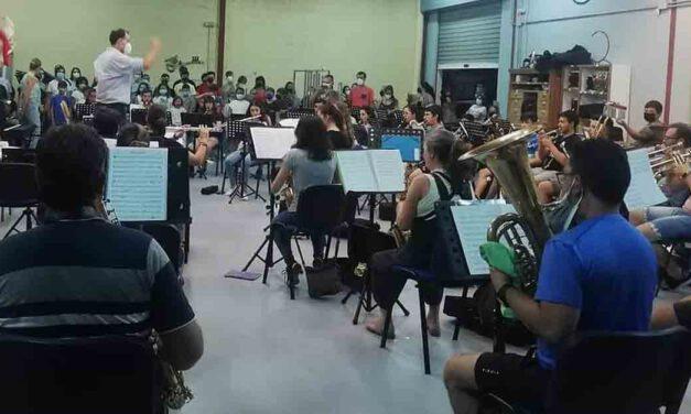 La Banda Maestro Dueñas y la coral La Salle ofrecen esta noche un concierto gratuito de música de cine