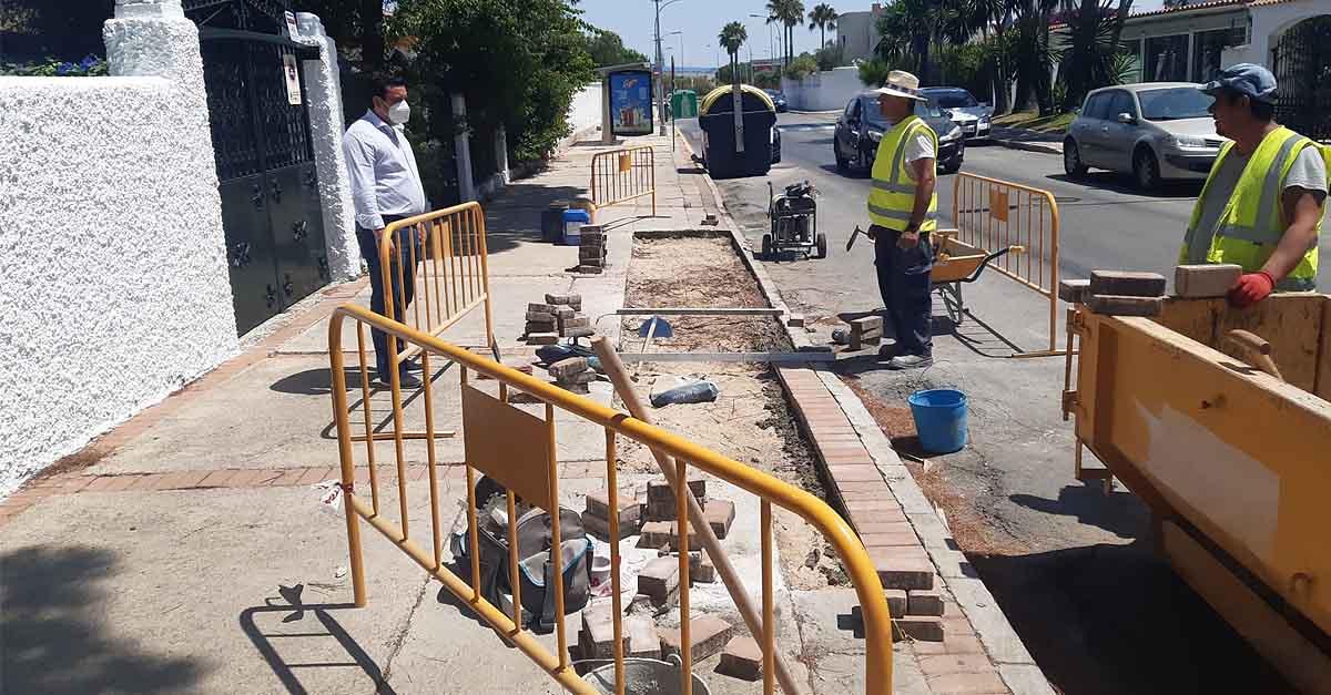 Mantenimiento Urbano centra las primeras actuaciones de urgencia en los acerados de El Puerto