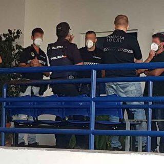 La Policía Nacional interviene en un altercado entre policías locales en la Jefatura de El Puerto