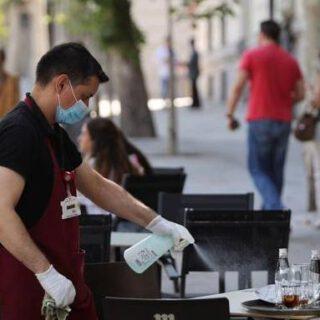 El paro desciende en 32.102 personas en agosto en Andalucía