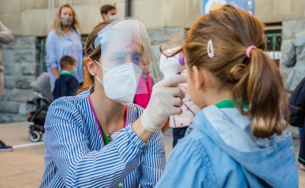 """""""Lógica"""" la decisión de no hacer cuarentena para vacunados con pauta completa en colegios"""