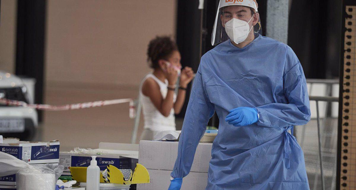 Andalucía baja de 700 hospitalizados por primera vez en dos meses