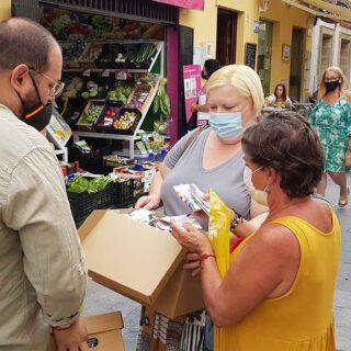 El Ayuntamiento reparte medio millar de mascarillas en una campaña por un ciudad libre de Covid