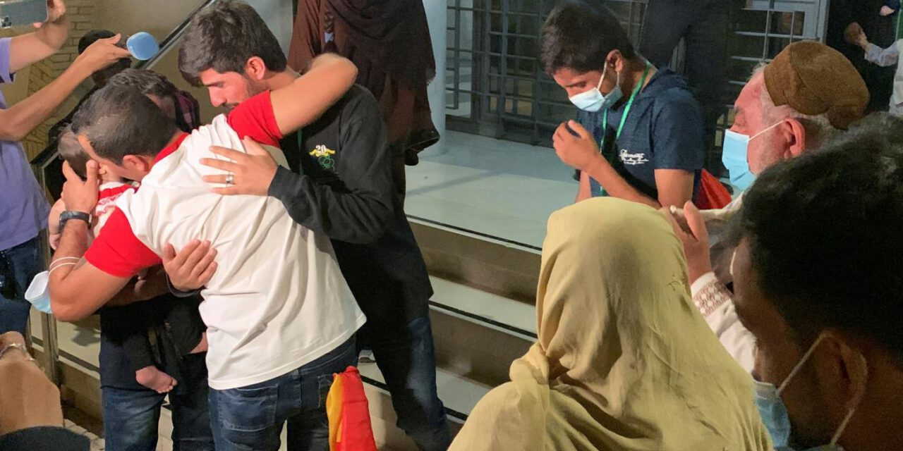 La familia del traductor afgano es acogida en el centro de refugiados de Sevilla