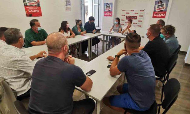 IU mantiene una reunión con las plantillas de las contratas municipales